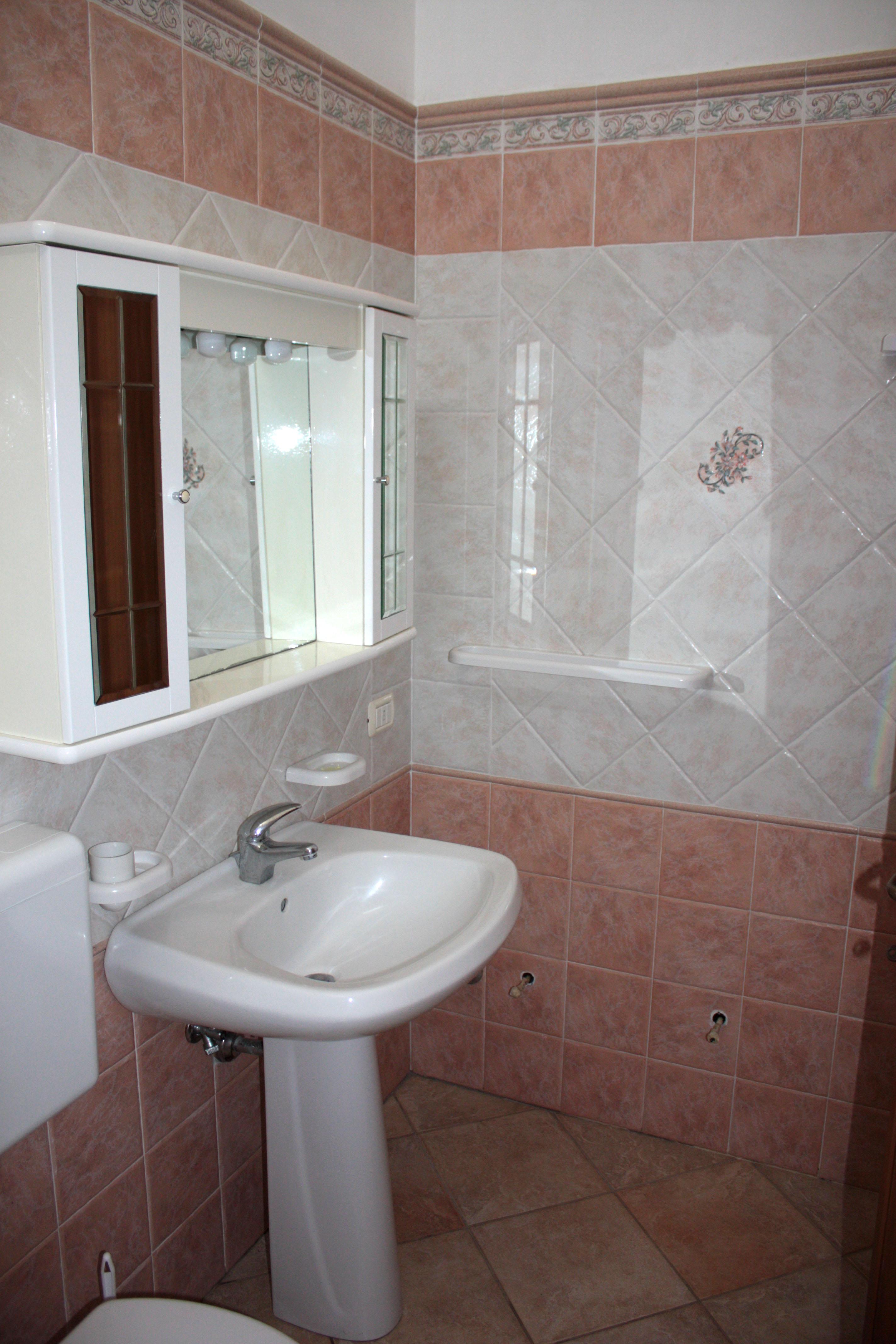 Modelli di bagni completi mobile bagno completo di - Modelli tende da bagno ...