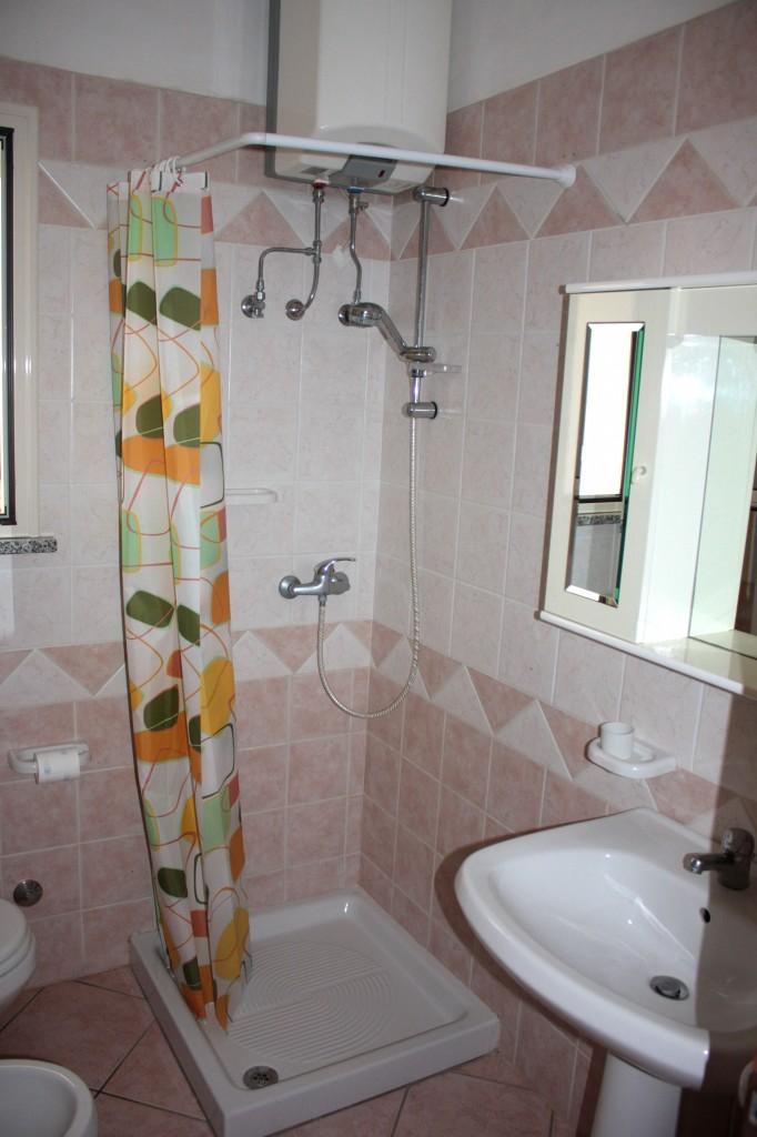 Appartamento m1 verde salento insieme - Box doccia con tenda ...